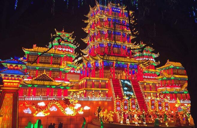彩灯是中国春节的传统民俗文化